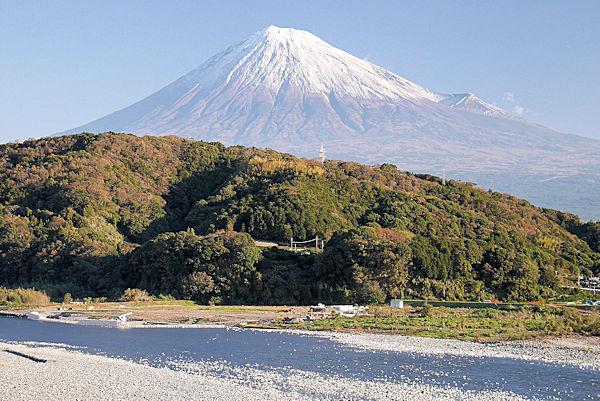 道の駅「富士川楽座」から朝の富士山