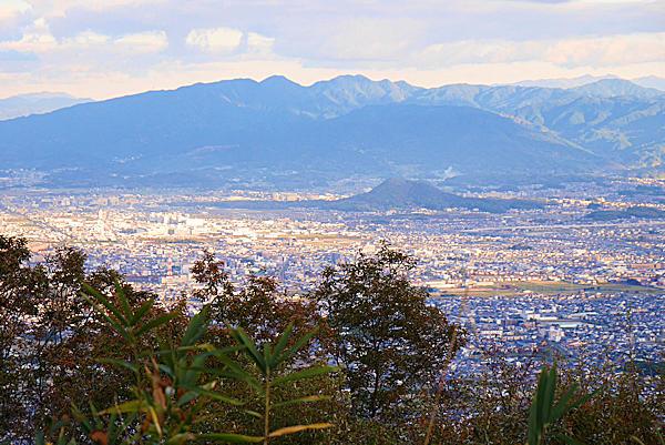 二上山雌岳山頂から奈良方面の眺め