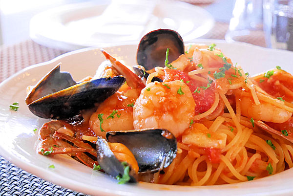 イタリアンレストラン「バルコ デル チェロ」_ペスカトーレトマトソース