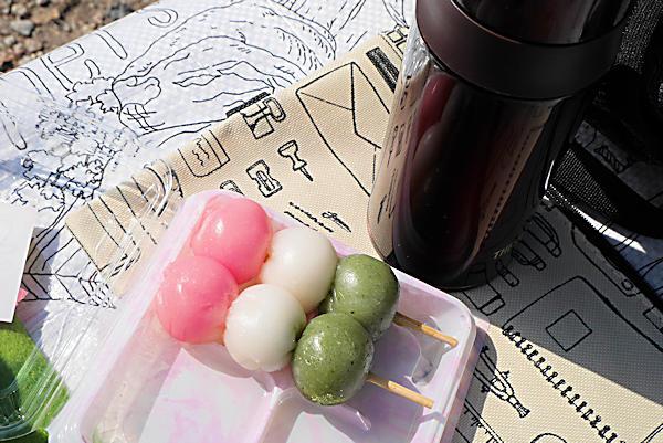 20190223二上山 (3)だんごを食べる