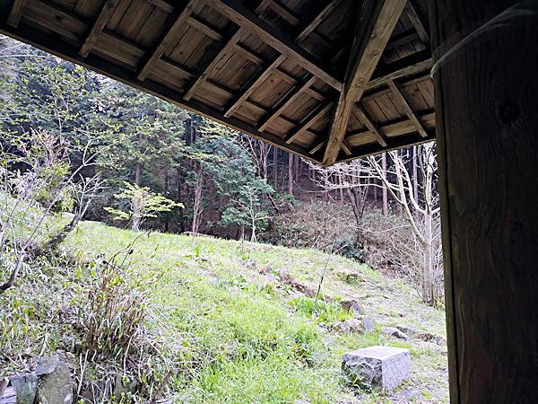 20190330二上山 (6)あずまやで雨宿り