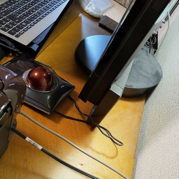 旧パソコンの裏側
